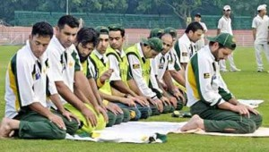 Muslim cricket players praying on the field